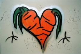 Dwie złączone marchewki w kształcie serca